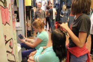 #EscombrosDeMaduro: Centros de belleza se mudan a los mercados populares (Fotos)