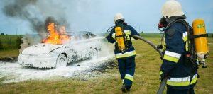En Hialeah se incendió un vehículo con los ocupantes adentro