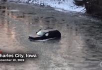 Un hombre atrapado en un río helado se salva pidiendo ayuda a Siri (video)