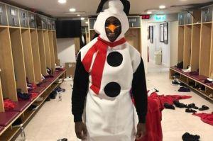 El futbolista que estrelló su Lamborghini mientras estaba vestido como muñeco de nieve (Fotos y Video)