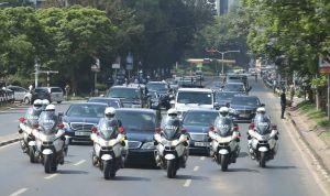 ¡INSÓLITO! Lo arrestaron por detener la caravana del presidente de Kenia… para pedirle trabajo