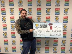 Sueña tres veces que gana 500.000 dólares a la lotería, compra boletos y gana ese premio