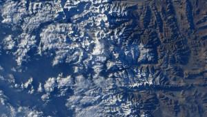 EN FOTO: Astronauta capta el monte Everest desde la Estación Espacial Internacional y reta a encontrarlo en la imagen