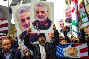 VIDEO: El supuesto ataúd del general Soleimani cuando es trasladado en avión a Teherán