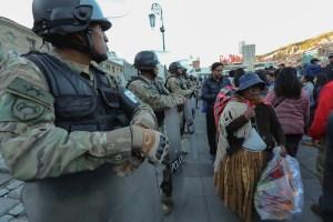 Policías y militares de Bolivia refuerzan la seguridad por día festivo creado por Evo