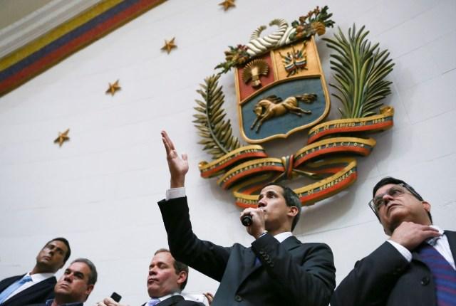 El presidente de la Asamblea Nacional de Venezuela y líder de la oposición, Juan Guaidó, a quien muchas naciones han reconocido como el gobernante interino legítimo del país, habla durante una sesión de la Asamblea Nacional en Caracas, Venezuela, el 7 de enero de 2020. REUTERS / Fausto Torrealba