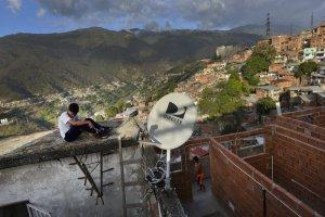 AP: Dura disyuntiva de DirectTV y AT&T en Venezuela