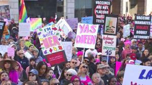 Miles participan en Marcha de las Mujeres en Los Ángeles