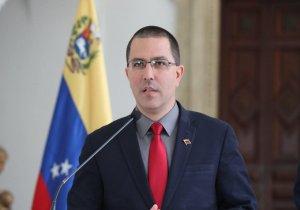 Con pucheros y bravito, Arreaza asegura que el régimen de Maduro está preparado para enfrentar a EEUU