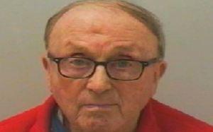 Anciano violaba a niños y les regalaba dulces para mantenerlos callados en Reino Unido