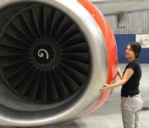 Una mujer asegura que se casará con un avión que conoció hace seis años