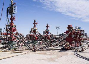 EEUU produjo 12,8 millones b/d de petróleo en noviembre, 18 veces la producción de Venezuela