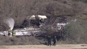 Cuatro personas fallecidas al caer avión en aeropuerto local en Corona