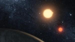 Un mundo con dos estrellas: Un adolescente descubre un inusual planeta mientras hace prácticas en la Nasa