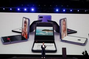 Samsung presentó su nuevo teléfono plegable Galaxy Z Flip (Fotos)