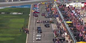 """Trump dio una vueltica a bordo de su limosina """"La Bestia"""" en la carrera Daytona 500 (Video)"""
