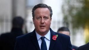 Un pasajero halla una pistola cargada y el pasaporte de David Cameron en el inodoro del avión