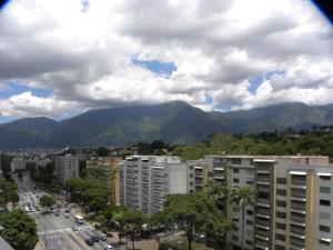 Vecinos de El Cafetal, Cerro Verde, Santa Paula, Los Pomelos y Los Naranjos tienen más de dos semanas sin agua