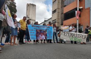 Familiares de personas desaparecidas en altamar protestan en el Ministerio Público #20Feb