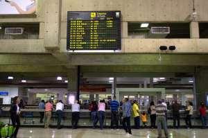 Maduro suspende por 30 días vuelos de Europa y Colombia para evitar posibles casos de coronavirus