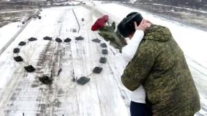 ¡Propuesta ingeniosa! Creó un corazón gigante con 16 tanques para pedirle matrimonio a su novia (Video)