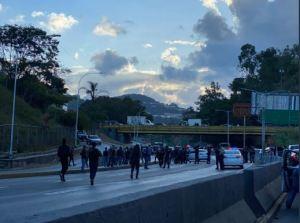 Faes cerró la autopista Prados del Este tras el enfrentamiento con el Cicpc
