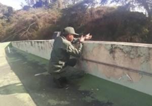 El régimen de Maduro prueba su nueva arma… los fusiles invisibles marca Acme (Fotos)
