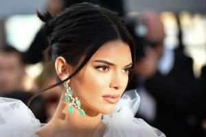 Kendall Jenner apareció en topples en la portada de una revista