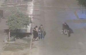 """EN VIDEO: Las iban a robar pero los delincuentes eran """"panas"""" y no pasó nada"""