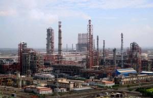 Refinadores indios Reliance y Nayara anuncian que cumplirán con las sanciones de EEUU a Rosneft Trading