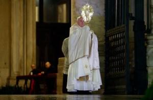 El papa Francisco pide por la salud del mundo y ora por la humanidad (Fotos)