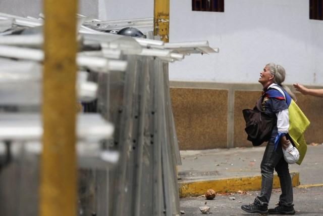 PNB reprimió con bombas lacrimógenas a ciudadanos que se encontraban junto a Guaidó en Chacaíto 1