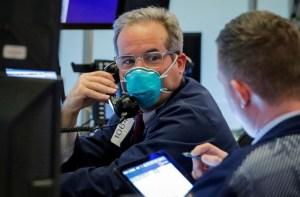 Acciones caen por nerviosismo sobre empleo en EEUU pese a paquete de estímulo