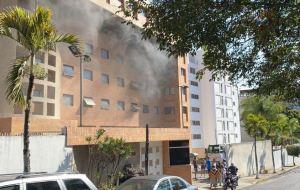 En FOTOS: Así quedó el sótano de una residencia en Los Samanes tras fuerte incendio