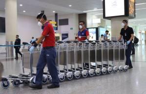 Ecuador suspende clases a nivel nacional y exige aislamiento a pasajeros