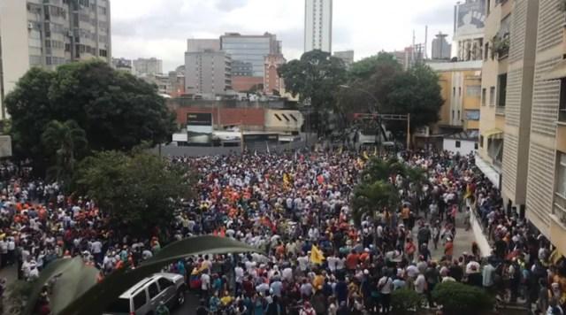 PNB reprimió con bombas lacrimógenas a ciudadanos que se encontraban junto a Guaidó en Chacaíto 4