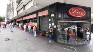 Venezolanos racionan comida por temor a quedarse sin nada en la cuarentena (Video)