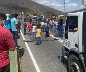 Protestaron en la Gran Mariscal de Ayacucho por falta de gasolina este #31Mar (Fotos)