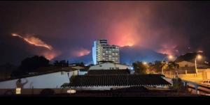Fuerte incendio de vegetación en linderos del Parque Nacional Henri Pittier #31Mar