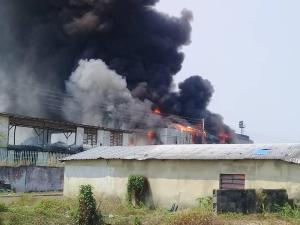 Un incendio arrasó con el estadio Antonio José de Sucre en Puerto Ayacucho (fotos)