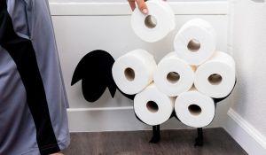 Sin ropa y forrada de papel de baño: La extraña cuarentena de esta famosa venezolana (FOTOS)