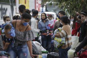 """Bloomberg: Maduro ofreció """"amor"""" pero encierra a los migrantes en campamentos sofocantes"""