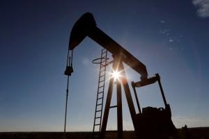 Precio del barril cae porque informe de inventarios refleja una demanda débil