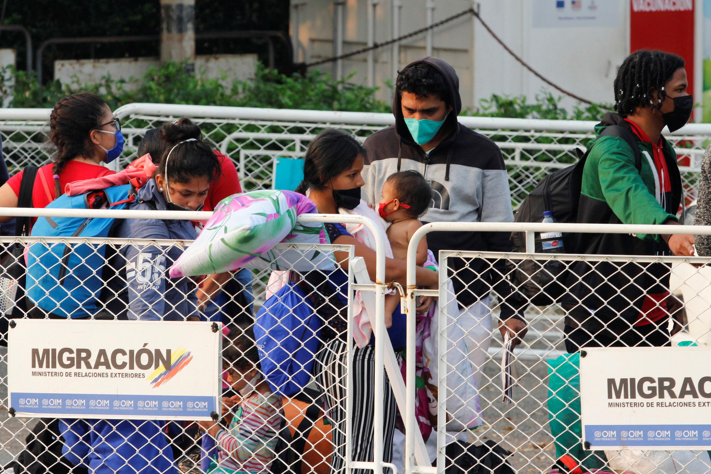 Resultado de imagen para Los venezolanos ven en la regularización una esperanza de futuro en Colombia