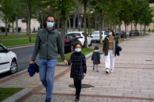 Los niños no son supercontagiadores del coronavirus, según pediatras