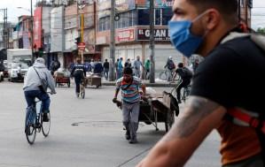 La pandemia sigue frenando la recuperación económica mundial, alerta el FMI