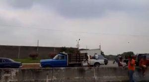 Productores agrícolas trancaron autopista en Guanare por falta de gasolina (Video)