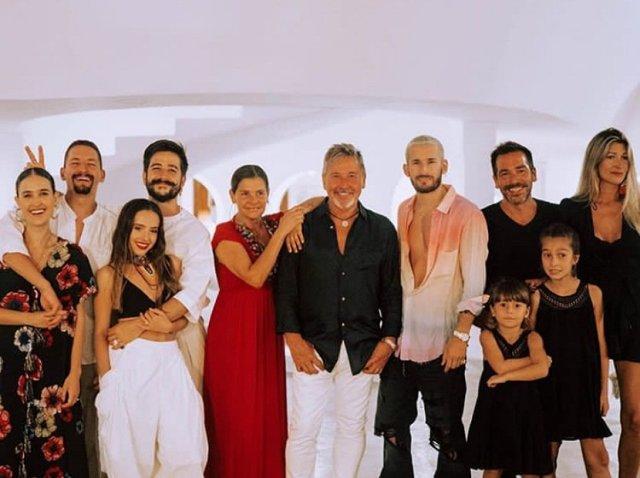 """En manada"""": Así pasa la familia Montaner su cuarentena - LaPatilla.com"""