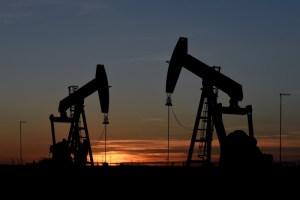 Petróleo en ligera baja tras alcanzar niveles de precios de marzo