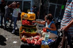 Por los alto costos los venezolanos compran poco y hacer mercado es un dolor de cabeza